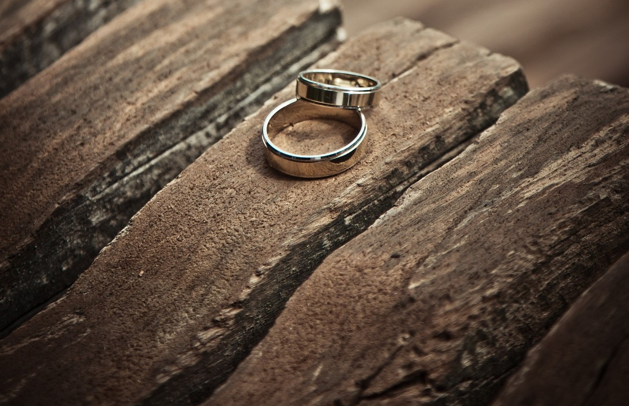 What to do with your weddings rings when your divorce is official